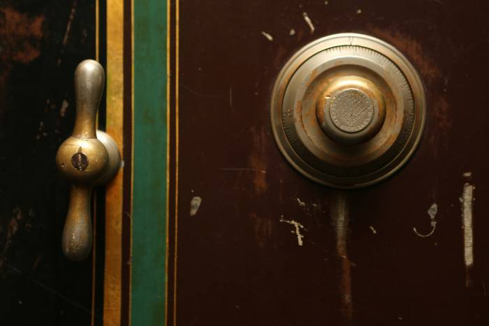 bel pintu