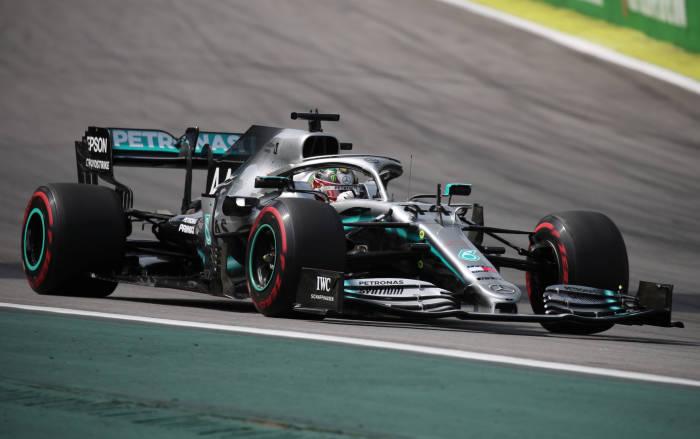 Rossi Hamilton tukar kendaraan