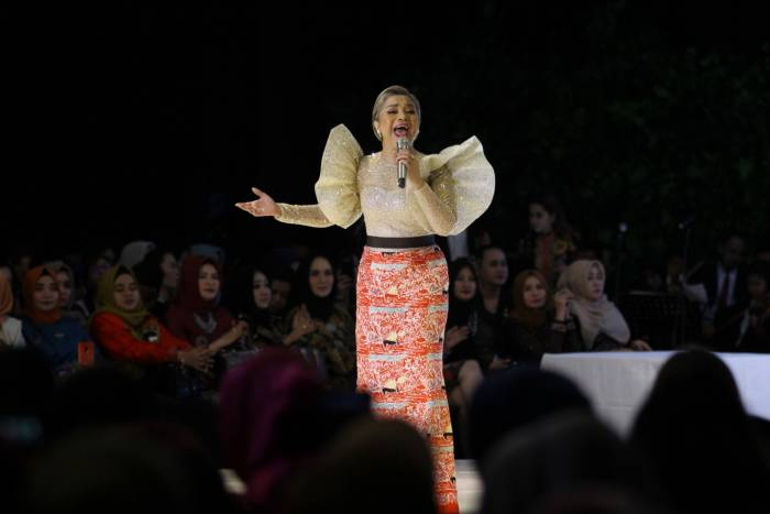 Ruth Sahanaya menyanyi dalam acara East Java Harmony 2019