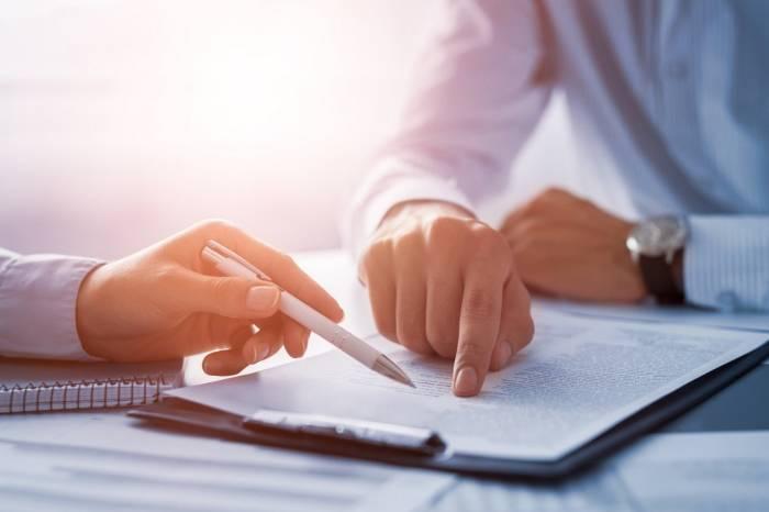 persamaan dari perjanjian dan kontrak