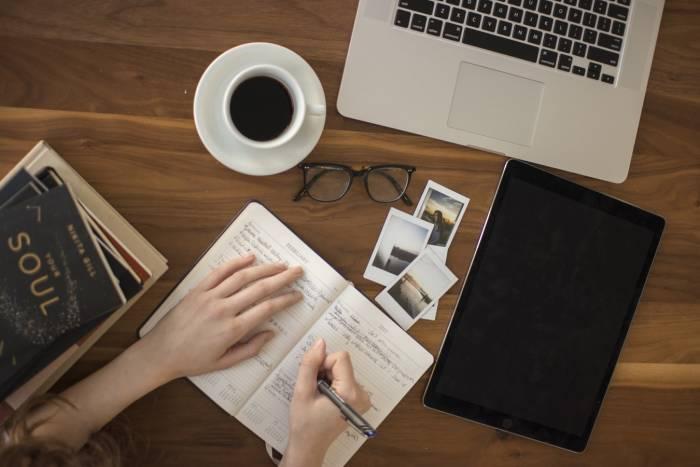 curhatlah dengan menulis