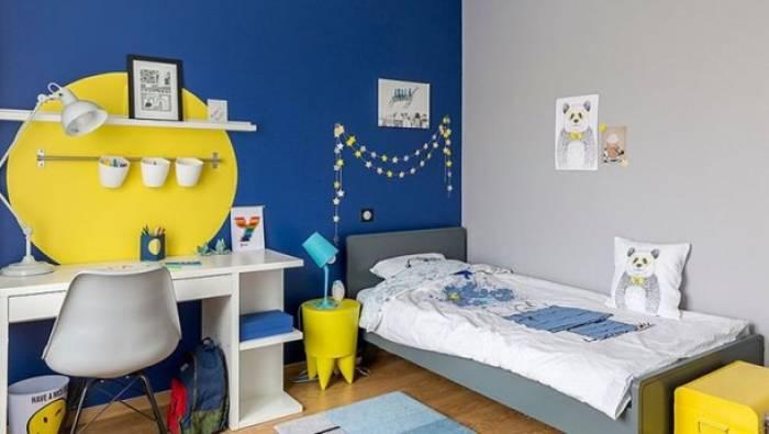 warna ruangan biru, kuning, dan putih