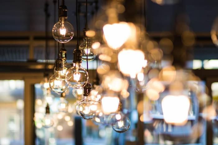Ilustrasi lampu (Pexels/Valeria Boltneva)