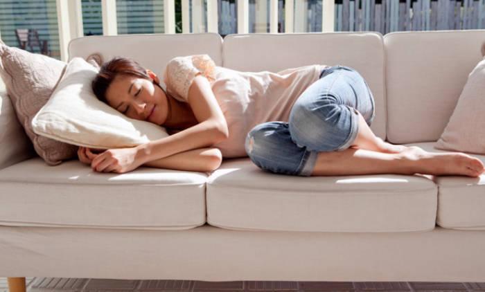 hindari tidur siang berlebihan