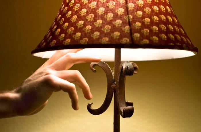 matikan cahaya atau lampu di kamar