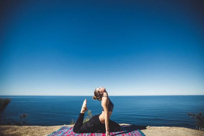Ilustrasi yoga (Unsplash/Fezbot2000)
