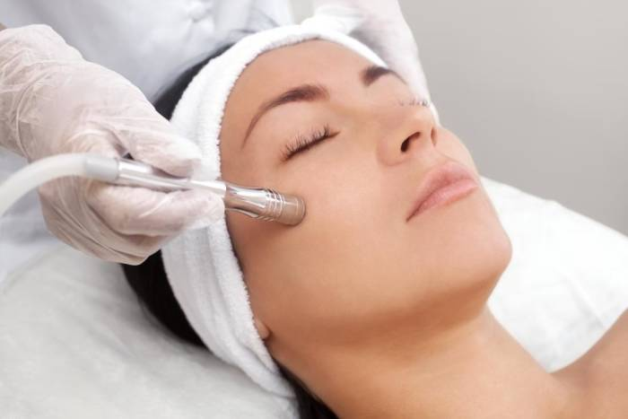 perawatan wajah mikrodermabrasi