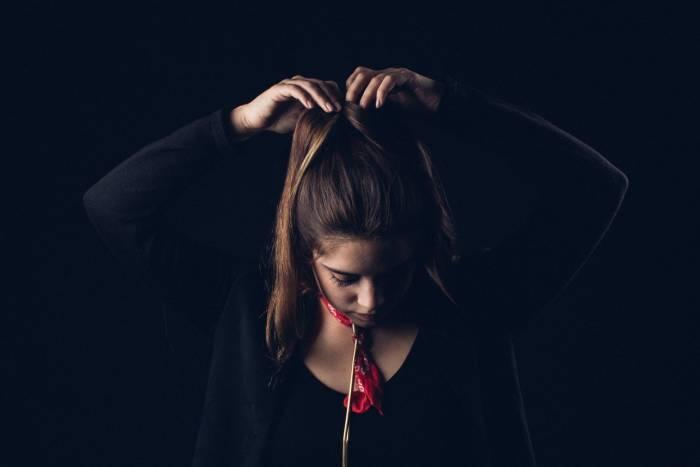 Cara mengatasi rambut lepek karena kehujanan