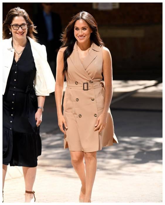 fashion item wajib kerajaan inggris