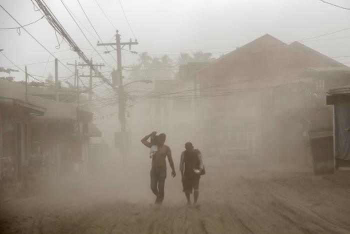 gunung berapi, gunung api, gunung berapi taal, filipina, gunung taal erupsi, evakuasi warga