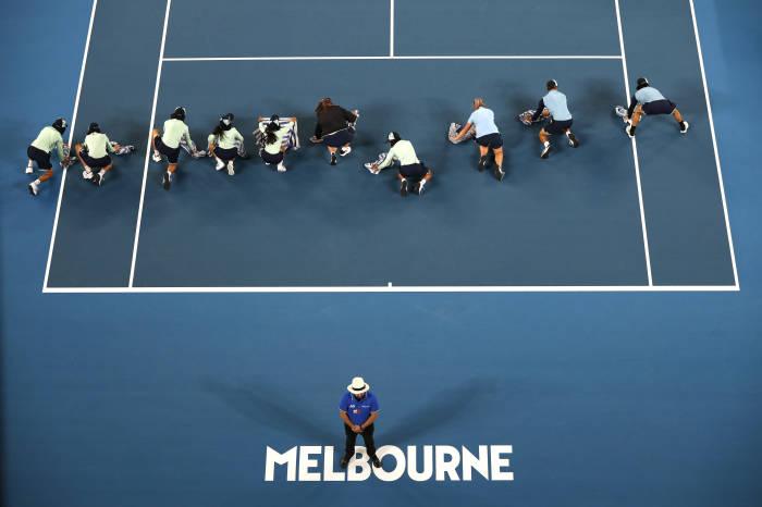 australia open, australia open 2020, australia terbuka, roger federer, australia, hujan, lapangan