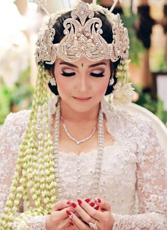 Pakaian adat tradisional kebaya Sunda