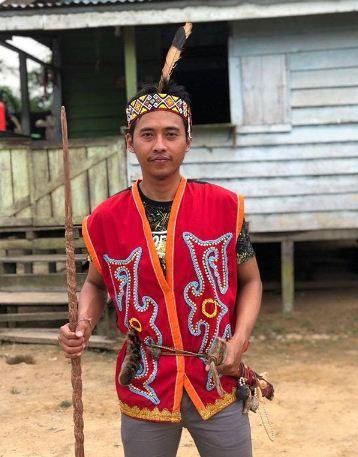 Baju adat tradisional King Baba dari Kalimantan Barat