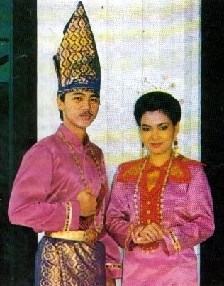 Pakaian adat tradisional Sulawesi Utara