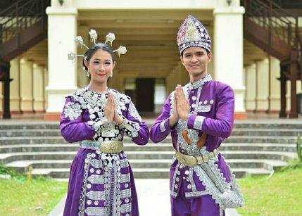 Pakaian adat tradisional Gorontalo