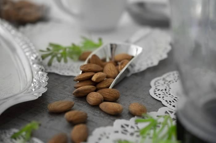 Kacang Almond (Unsplash.com/Sara Carvera)