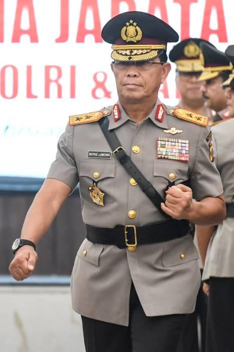 Kapolda Sulawesi Utara Irjen Pol Royke Lumowa mengikuti upacara serah terima jabatan pejabat tinggi Polri di Mabes Polri, Jakarta, Selasa (11/2/2020). (ANTARA FOTO/Hafidz Mubarak A)