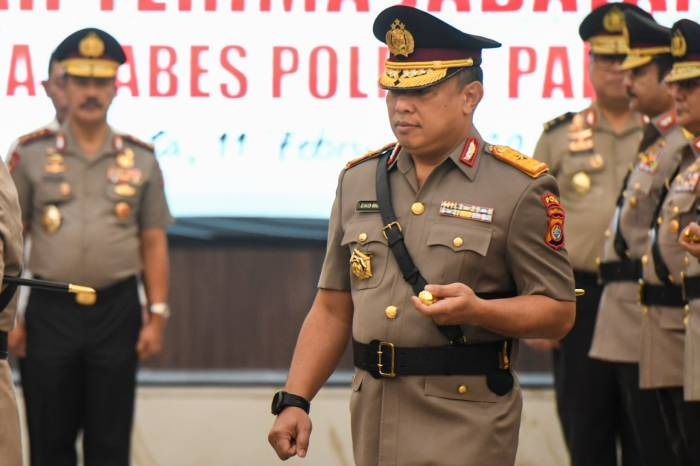 Kapolda Sulawesi Barat Brigjen Pol Eko Budi Sampurno mengikuti upacara serah terima jabatan pejabat tinggi Polri di Mabes Polri, Jakarta, Selasa (11/2/2020). (ANTARA FOTO/Hafidz Mubarak A)