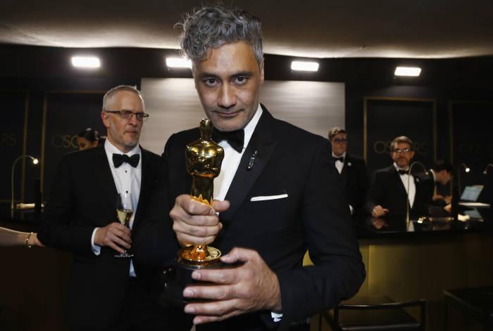 Taika Waititi saat berada di acara penghargaan Oscar