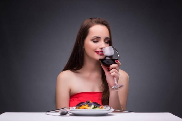 Makan enak sendiri