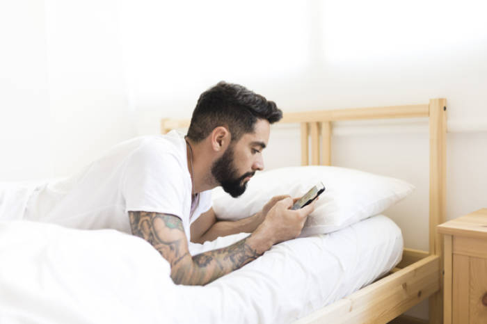 menelepon sebelum tidur