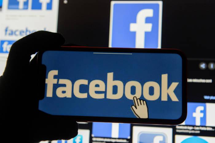 Logo Facebook di smartphone