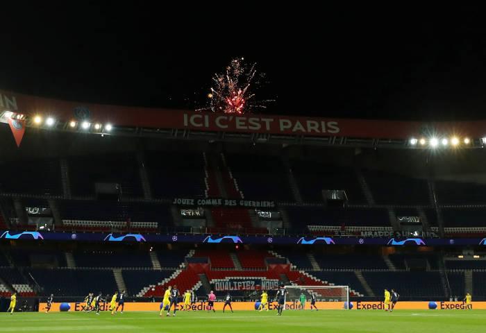 Potret stadion yang sepi tanpa penonton saat laga PSG kontra Borussia Dortmund di leg kedua babak 16 besar Liga Champios.