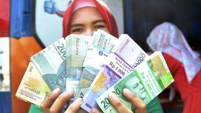 Rupiah semakin keok oleh mata uang asing, khususnya dolar AS (ANTARA FOTO/Aprillio Akbar).