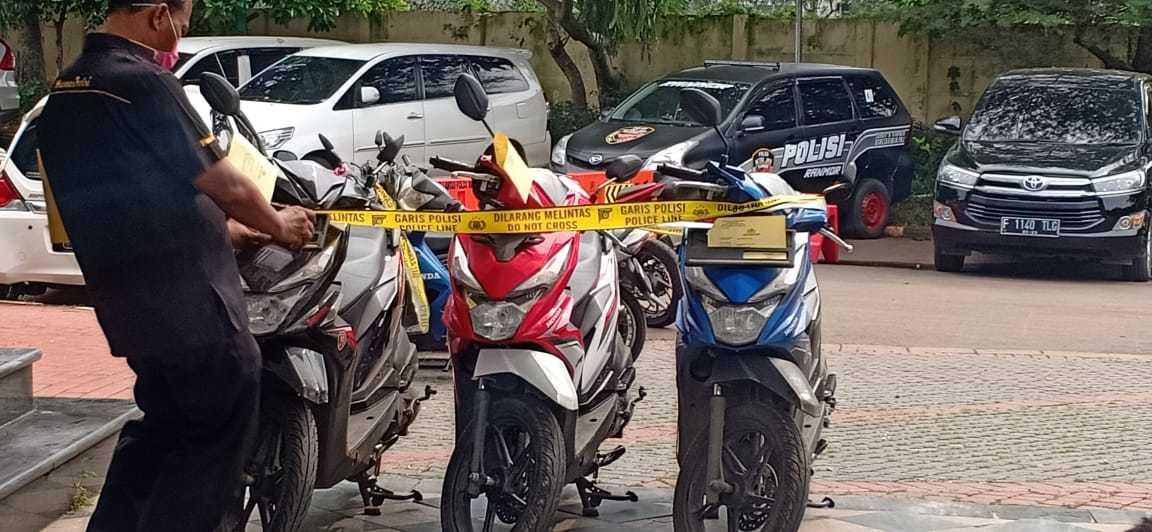 Tiga motor curian yang diamankan (INDOZONE/Samsudhuha Wildansyah).