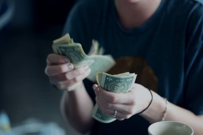 uang kertas corona