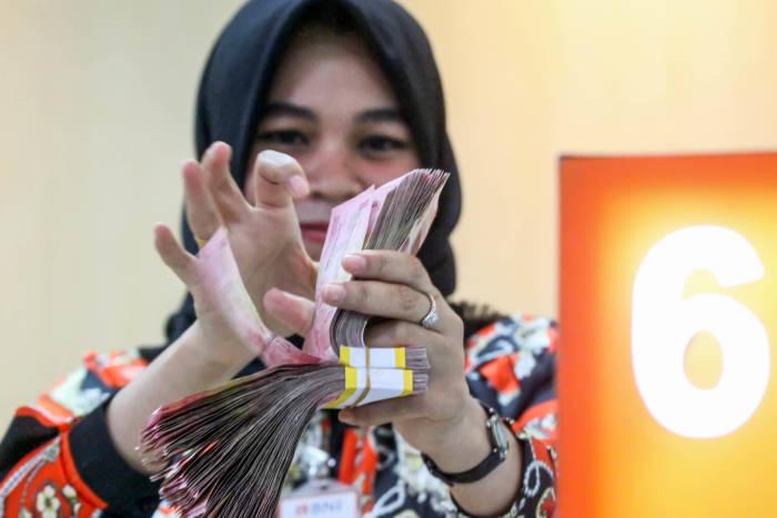 Uang berpotensi menularkan virus corona