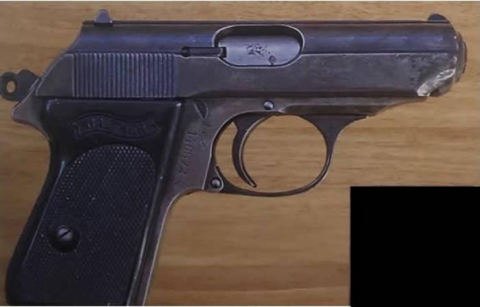 Walther PPK yang digunakan dalam film James Bond.