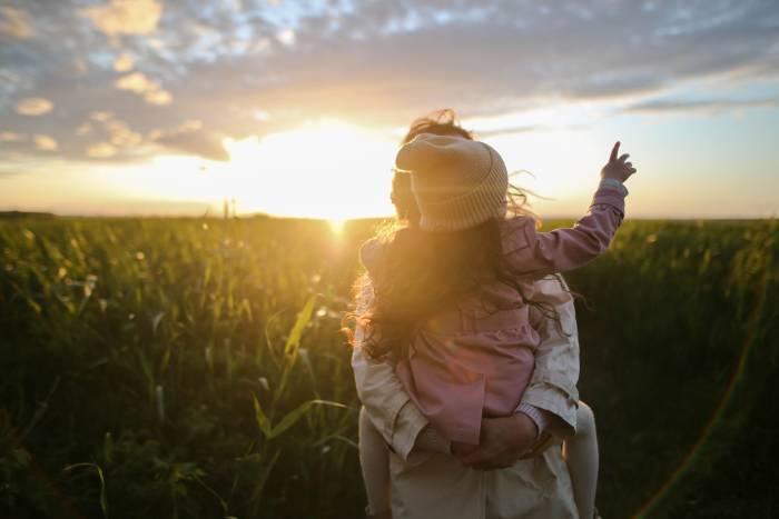 Cara Berjemur di Bawah Sinar Matahari yang Aman