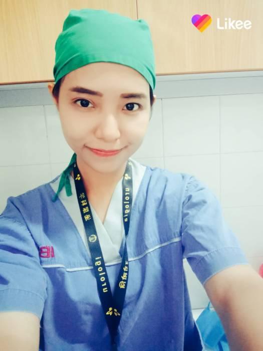 Perawat pasien Covid-19.