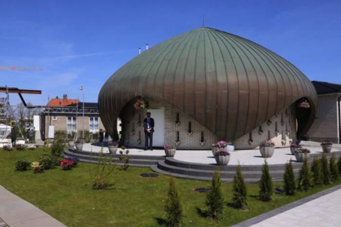 Ada yang Berbentuk Jamur, Menelusuri Pesona Masjid Unik di 5 Negara