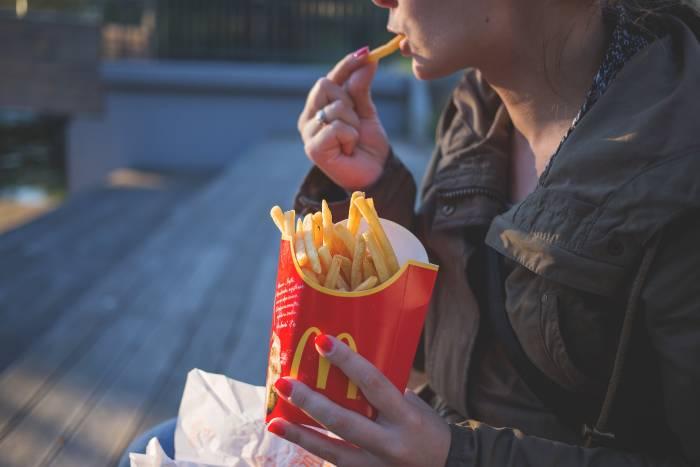 Deretan Kebiasaan Makan yang Bisa Melemahkan Sistem Kekebalan Tubuh