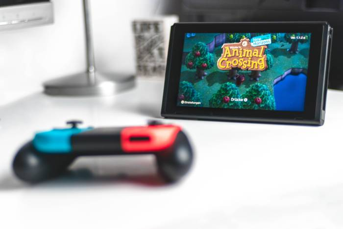 Nintendo Switch dengan game Animal Crossing: New Horizons