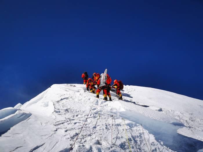 Gunung, gunung everest, everest, Qomolangma, gunung tertinggi, China, Tiongkok, ilmuwan, alam, pandemi covid-19, virus corona