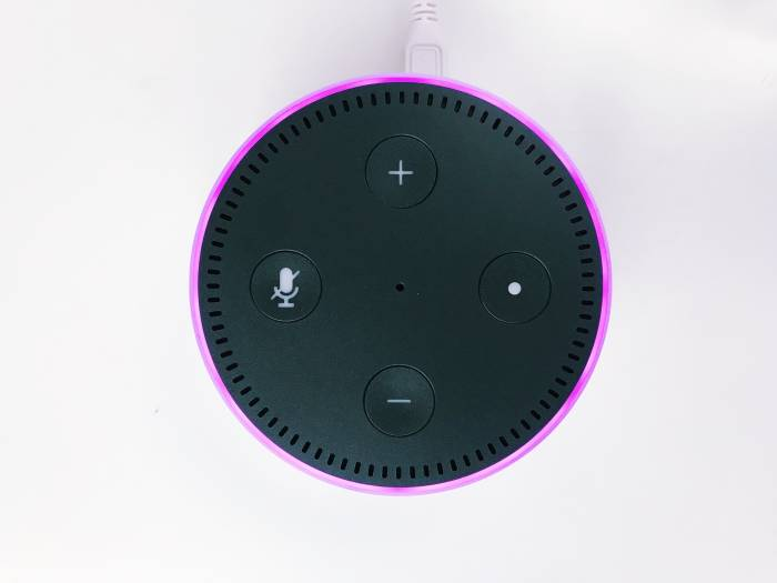 Amazon Echo Dot dengan asisten digital Alexa