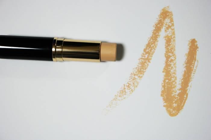 Tampil Natural Saat Hamil, Ini 5 Makeup Andalan Gigi Hadid