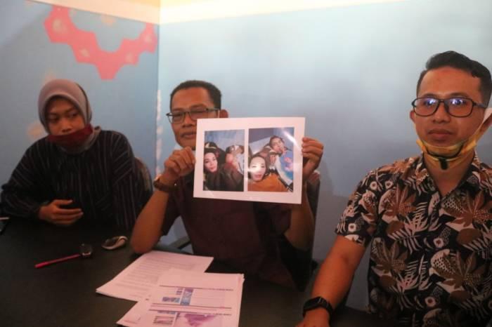pria nikahi waria, pernikahan sejenis, pernikahan sejenis di lombok, lombok barat,
