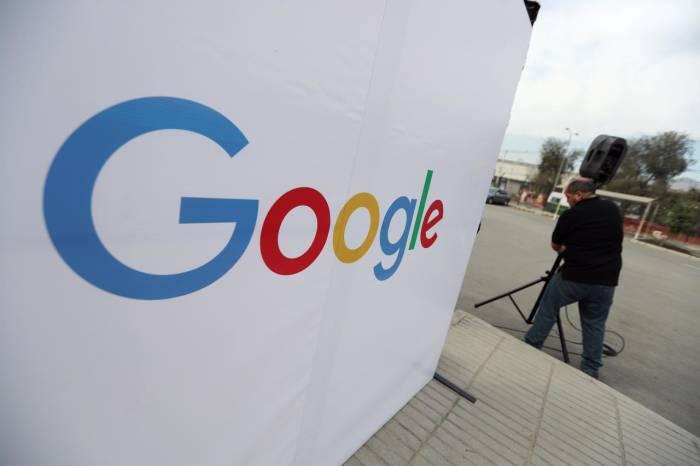 Logo perusahaan Google di Santiago, Chile