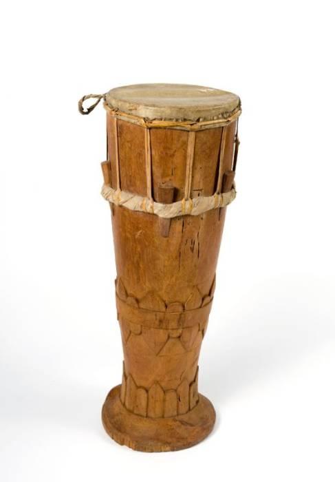 alat musik ritmis tradisional Indonesia Tifa