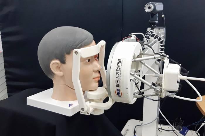 Robot swab test buatan Korea Selatan