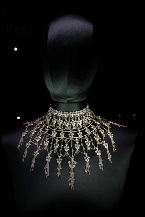 Koleksi perhiasan karya Sheikha Fatima ini mengadopsi bangunan Masjid Agung Abu Dhabi