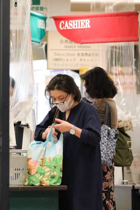 kantong plastik berbayar, jepang, Jepang Mulai Terapkan Kantong Plastik Berbayar, kantong plastik, plastik, tas belanjaan