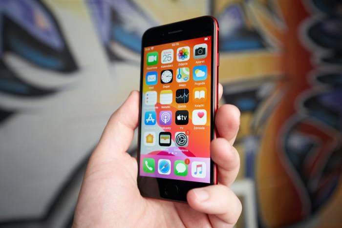 iPhone SE 2020 dengan iOS 13