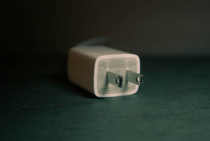 Ilustrasi kepala charger untuk smartphone