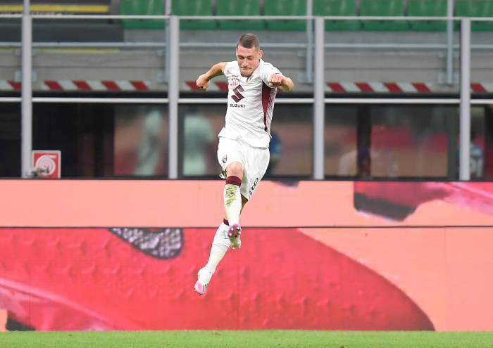 Pemain Torino, Andrea Belotti melakukan selebrasi usai mencetak gol ke gawang Inter Milan. (REUTERS/Daniele Mascolo)