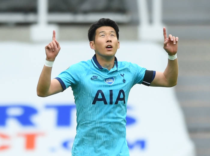 Winger Tottenha Hotspur, Son Heung-min mencetak gol pertama untuk timnya di laga ini. (REUTERS/Stu Forster)